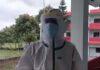 धनुषाको आइसोलेसनमा स्वास्थ्यकर्मीले हैन सफाईकर्मीले  गर्छन् कोरोना संक्रमितको उपचार ! (भिडियो)